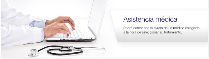 El médico trabaja para la farmacia Euroclinix realizando consultas online y prescribiendo un tratamiento adecuado